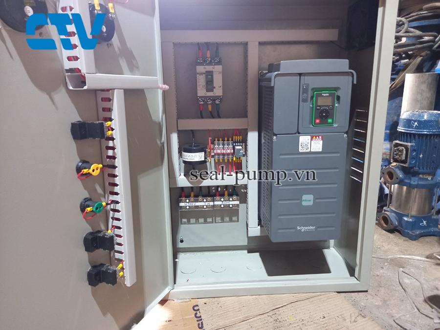 Tủ điện điều khiển máy bơm nước bằng biến tần